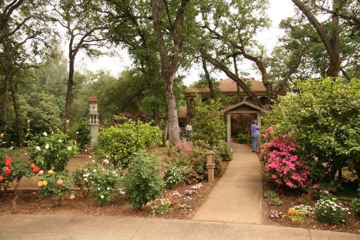 Italian villa garden in Folsom Garden Club Spring Garden Tour.