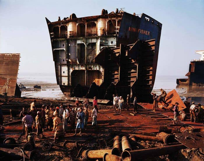 Shipbreaking 4, Chittagong, Bangladesh, 2000.