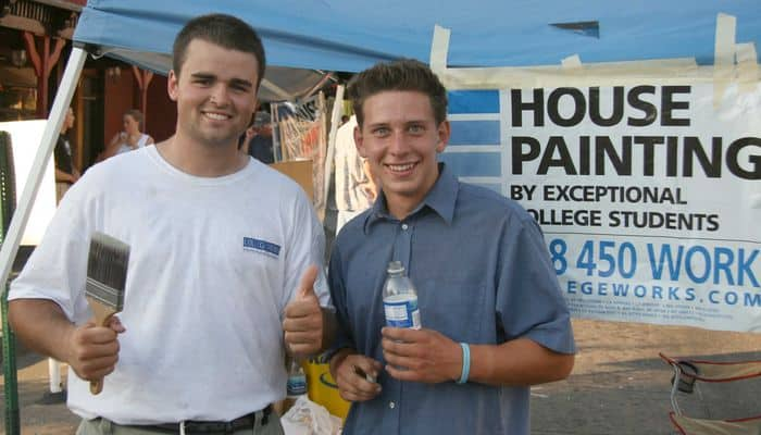 College Students paint houses at Thursday Night Market.