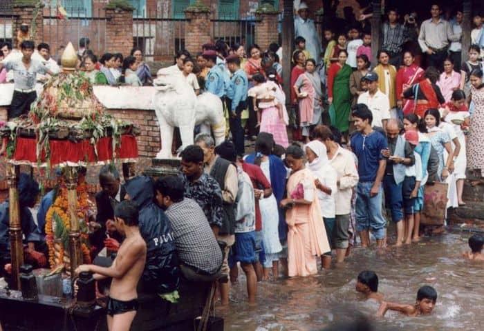 Worshipping at Khumbeshwor temple on Janai Purnima