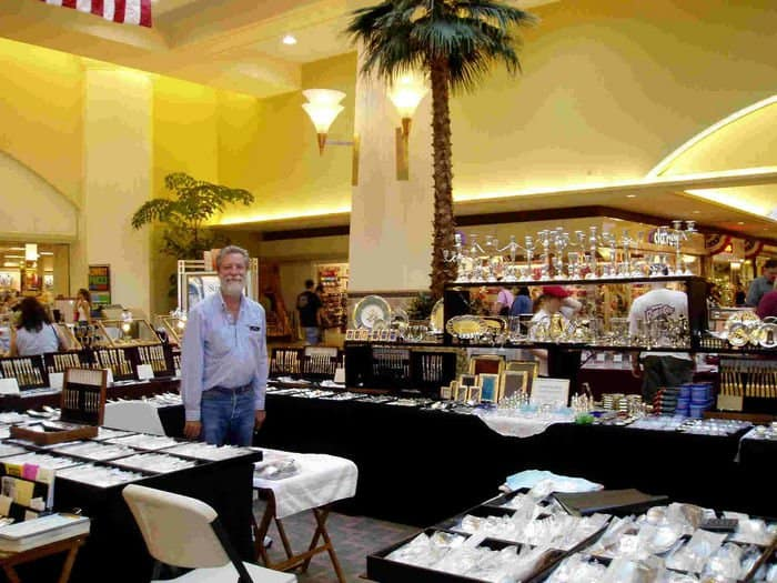 Collectible pottery at the Twin Bridges Shows