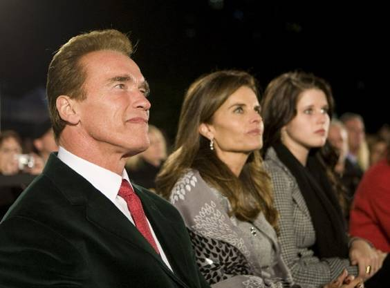 Governor Arnold Schwarzenegger, Maria Shriver and Katherine Schwarzenegger attend the 76th Annual State Capitol Christmas Tree Lighting Ceremony.