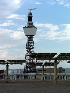 Solar Two tower and heliostats in Daggett, California.