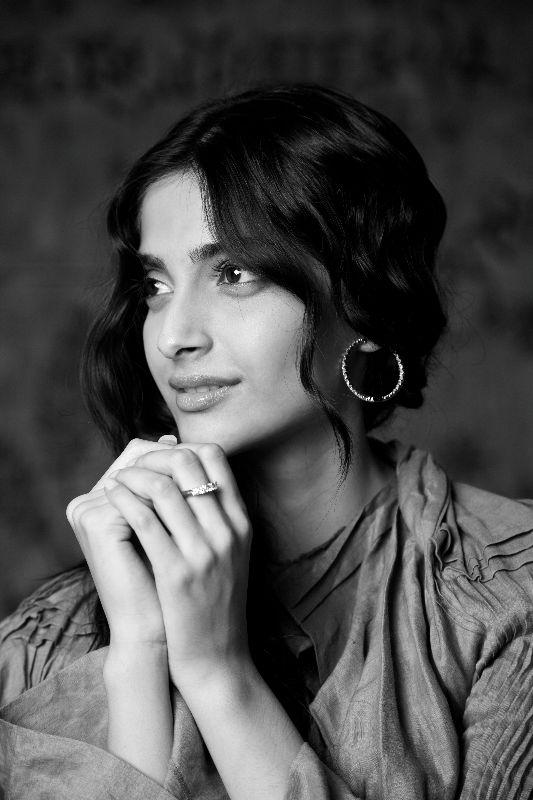 Sonam Kapoor, face of Anant Diamond Jewellery6