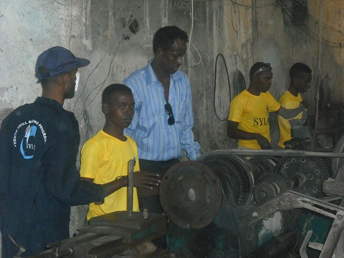SYL Chariaman Farah Ali Jilao visiting the children beint taught mechanics 1