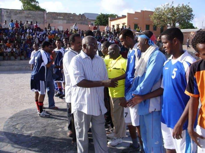 Somali Olympic President Adan hajji Yabarow Wish shaking hands2t