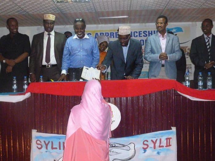 Somali President, Sheik Sharif Sheik Ahmed presents a certificate to a female graduate.