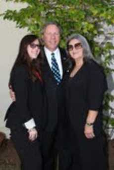 Richard Heideman R Wife Phyllis L daughter Ariana Photo by Orly Halevy