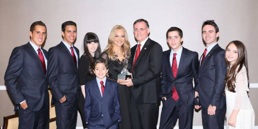 The entire Leeds family with their award Photo by Orly Halevy member of FMDA Board