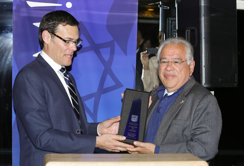 Consul General of Israel David Segal L gives Pastor Moctesuma Esparza the Herzl Award for Visionary Leadership Photo by Tuffany Rose
