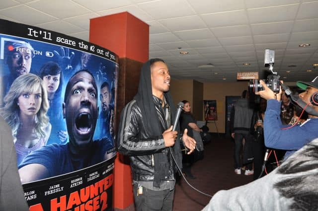 Marlon Wayans Stops for photographers