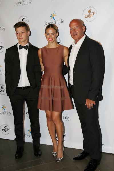 Bar Refaeli her father Rafi and brother photo by Orly Halevy