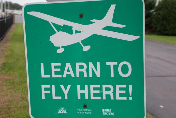 Mettetal Airport Learn to fly here sign