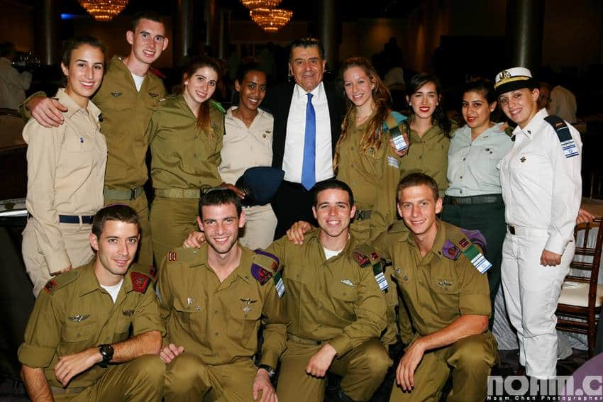 The group of soldiers with Haim Saban
