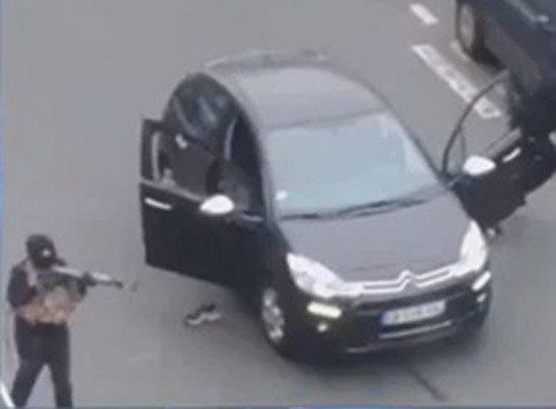 masked man in paris