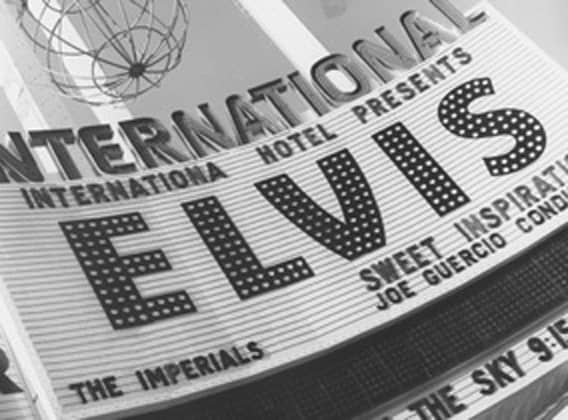 elvis plays international hotel