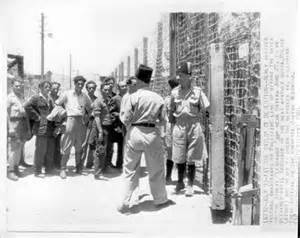 Atlit Jewish detainees and their British guards