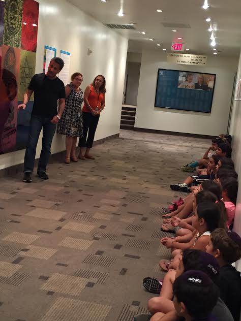 Artist Marc Bennett teaches Sinai pupils the history of Magen David