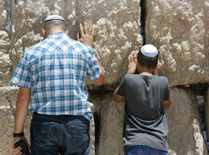 Israelis at the wailing wall. Image by Aleks Megen from Pixabay