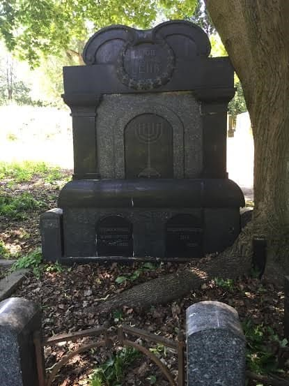 A grave with Jewish symbol.