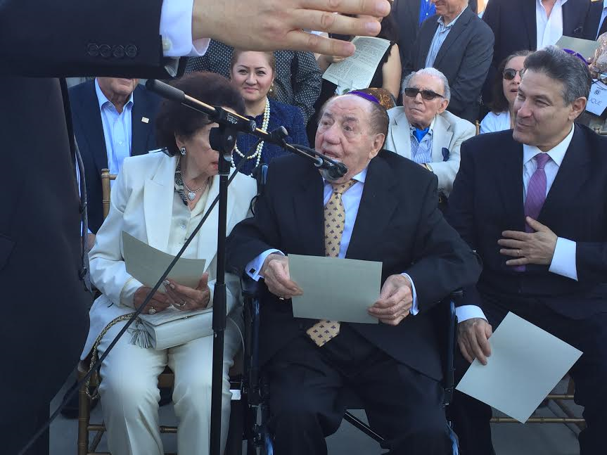 Max Webb, Holocaust survivor saying Kadish-photo N Greenger.