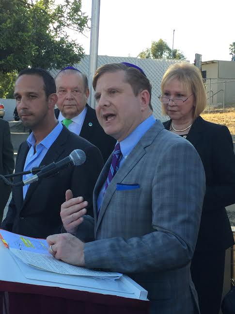 Ron Galperin City Controller speaks & Mitchell Englander, Council President Pro Tempore, behind Toni Luskin and husband Bernard, counselor of Ventura County College District-Photo N Greenger.