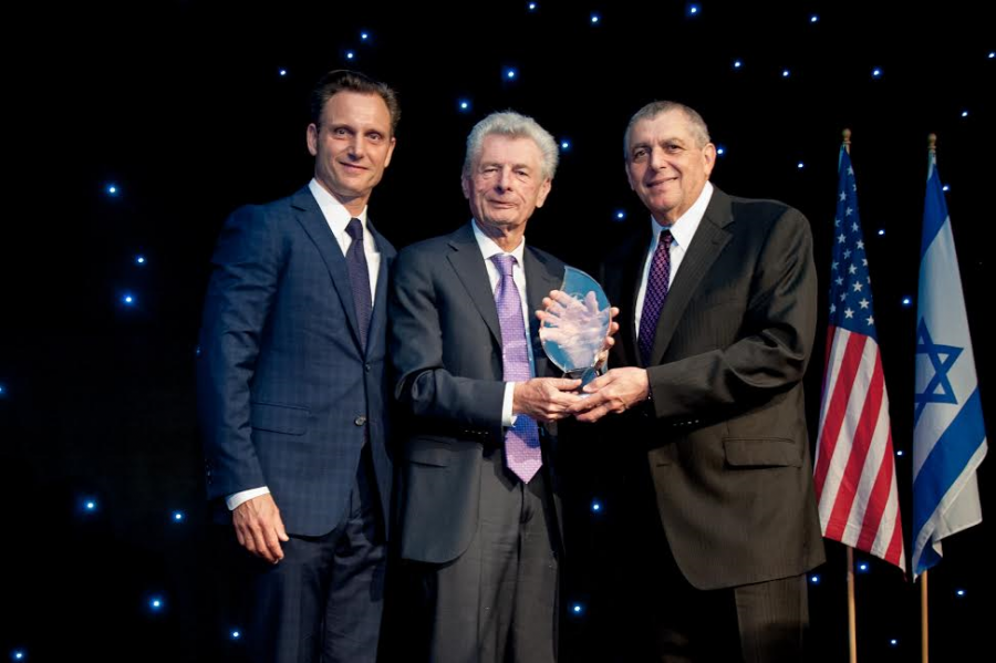 Tony Goldwyn (L) presented the Legacy Award to Meyer Gottlieb )Center), with American Society for Yad Vashem chairman Leonard Wilf (R). Photo credit Kyle Espeleta, courtesy American Society for Yad Vashem