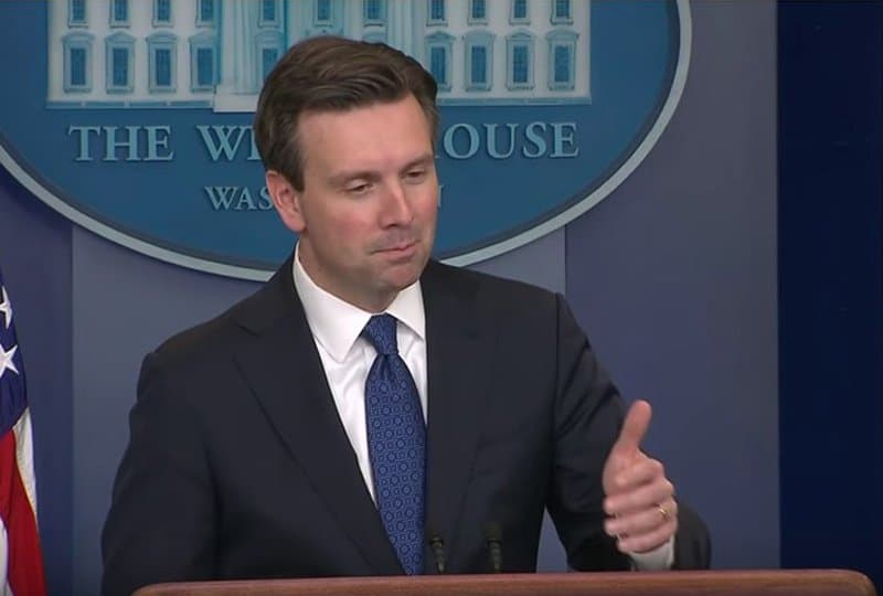 Josh Earnest falsely links Trump to Russia.