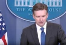 josh earnest in briefing room.