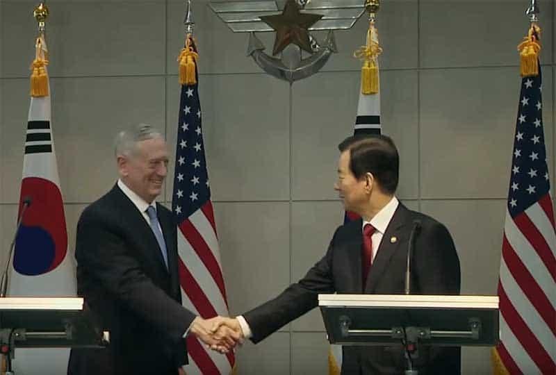 Defense Secretary James Mattis and South Korean Defense Minister Han Min Koo.