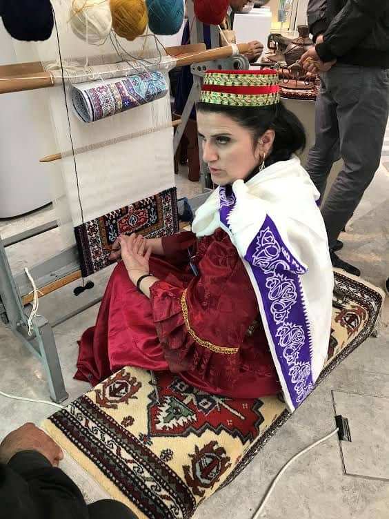 azerbaijani carpet weaver - Azerbaijan and Me. A Week Travel Log in Azerbaijan: Part 4
