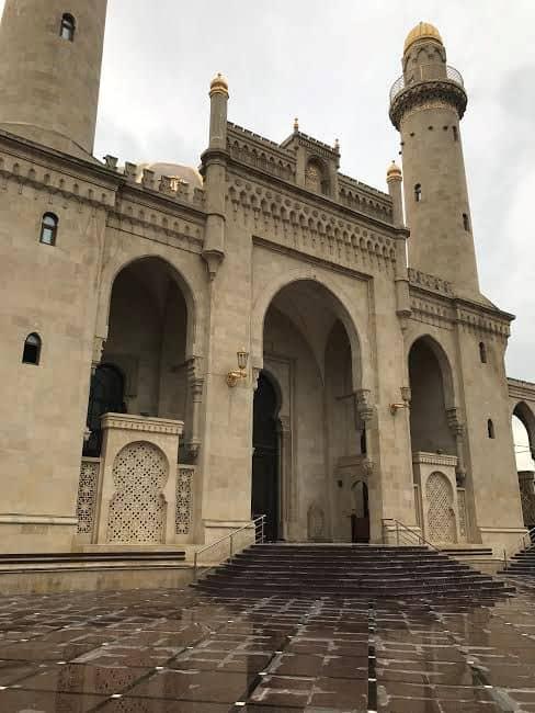 Etrance toucasian Taza Pir Mosque.
