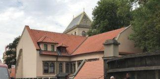 Pinkas Synagogue entrance always full of tourist lining up.