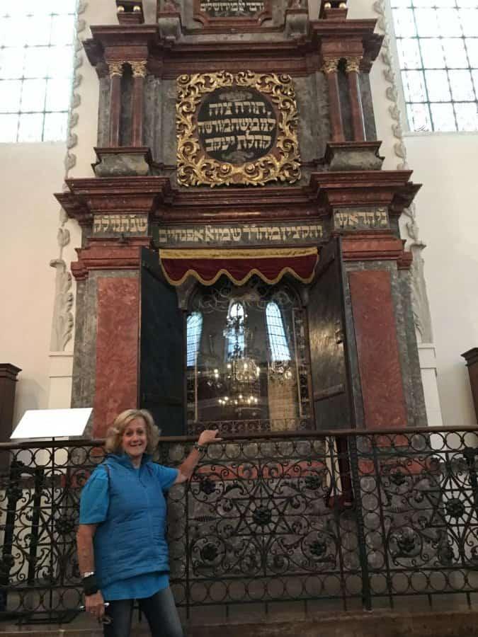 Klausen Synagogue-Ark