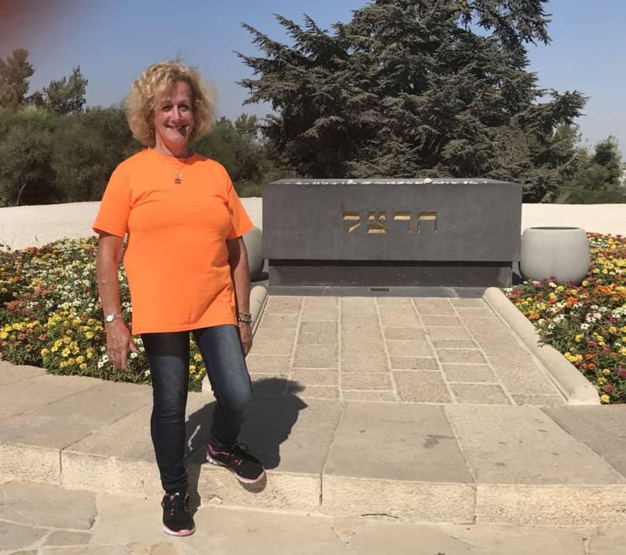 Nurit Greenger at Har Herzl-Herzl grave.