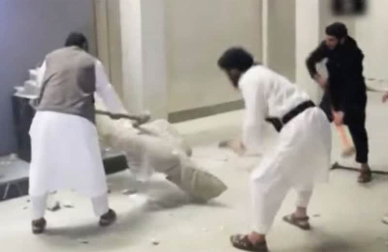 isis destroy ancient statue.