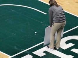 2018 emu basketball 10k goes in putt.
