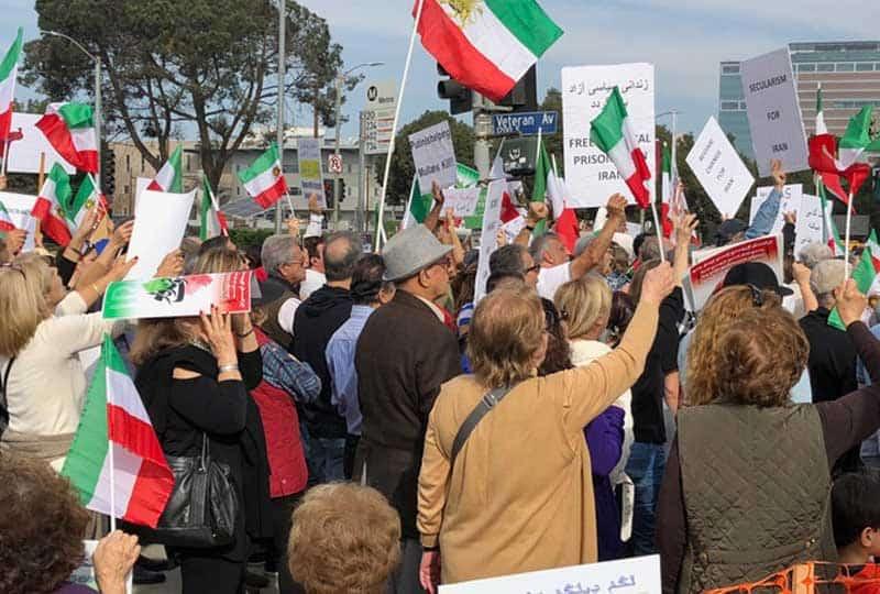 free iran crowd.