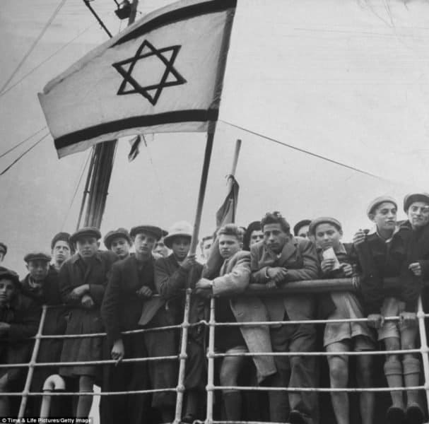 Jews arriving to Israel late 1940s'