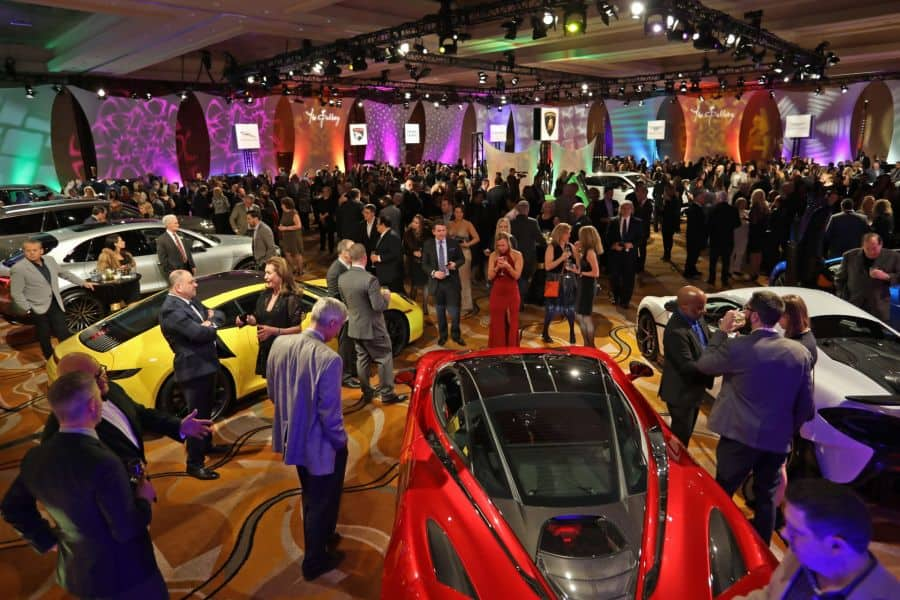 2019 NAIAS preview crowd - North American International Auto Show.