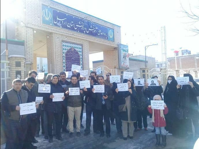 iran teachers demonstrate