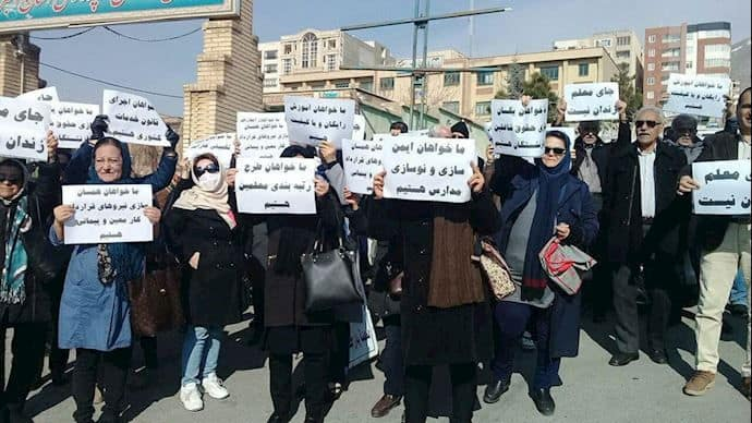 iran teachers protest injustice.