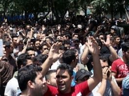 iranians protest in the street