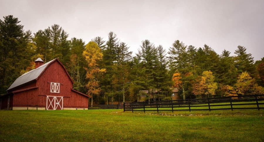 vacation property barn. Image by Free-Photos from Pixabay