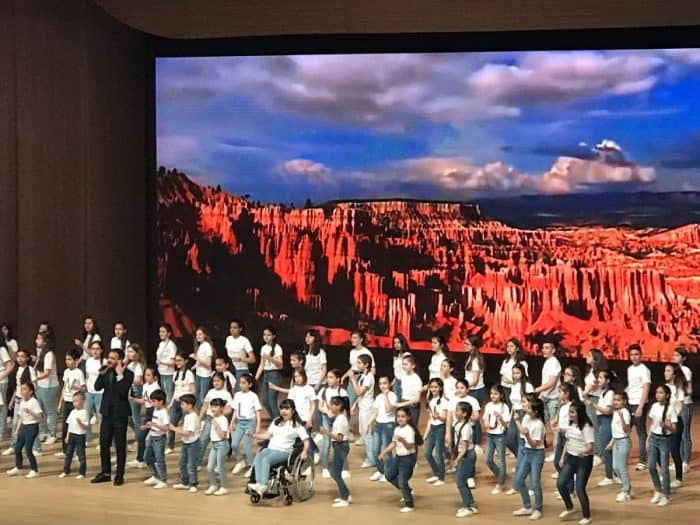 At the 5th World Forum-Azerbaijan's kids perform in Baku