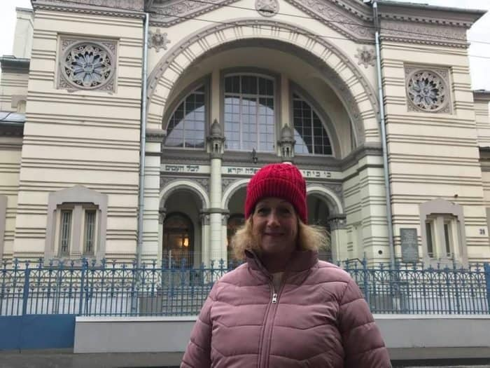 The writer in front of Vilnius-Vilna synagogue - the only one in the city, built in 1903 - Photo credit Nurit Greenger
