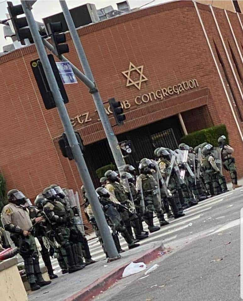 The scene by Etz Jacob Congregation, Beverly Blvd, Los Angeles during the riots - Photo social media