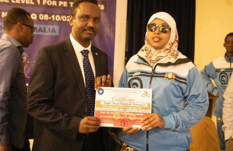 A trained coach receives her certficate from the SomaliState Minister of Sport His Excellency Mohamed Haji Ibrahim Ali. Photo by Osman Ibrahim