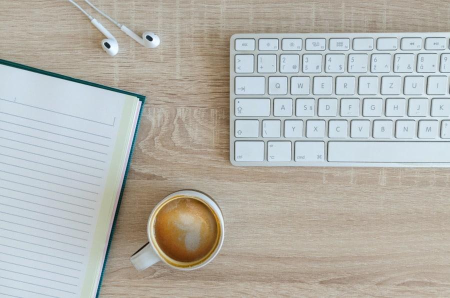 blogging. Photo by Lukas Blazek on Unsplash