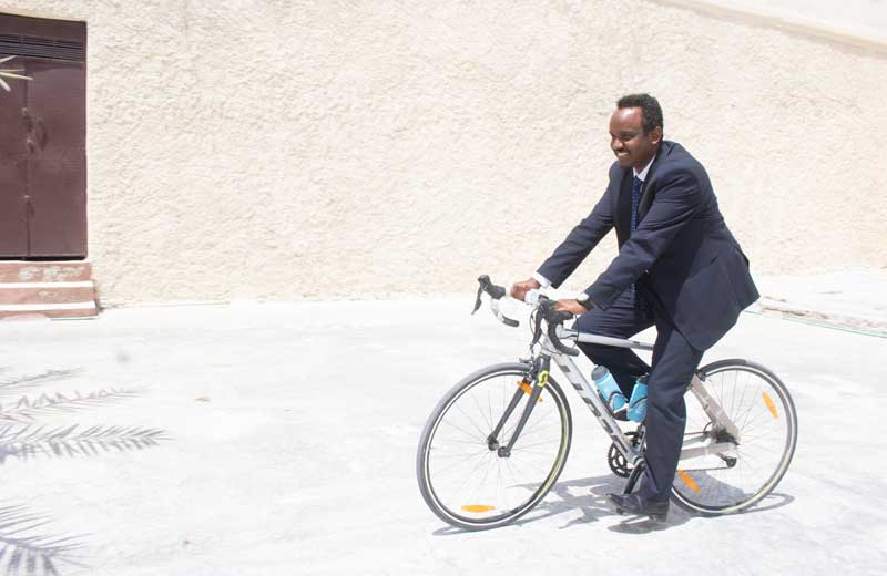 Somali State Minister for Youth Sport His Excellency Mohamed Haji Ibrahim Ali rides cycle. Photo by Osman Ibrahim